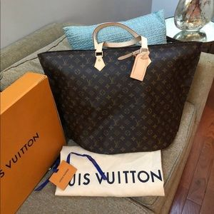 Authentic Louis Vuitton all in GM bag